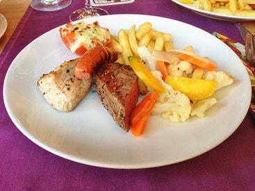 Grillpfanne für 2 Personen - Teil 2 - Pommes, Röstis, Rahmsauce, Grilltomate, Marktgemüse