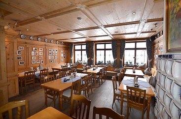 Willkommen im Bratwurst Röslein in Nürnberg am Hauptmarkt: Waizenstube