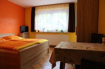 Doppel. o.Einzelzimmer 2 - neu eingerichtetes Zimmer mit DU/WC, Balkon, Kühlschrank mit Gefrierfach, Mikrowelle, Senseo Switch Kaffeemaschine, Wasserkocher, Toaster, Flat-TV