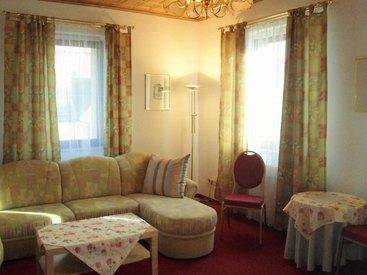Wohnschlafzimmer im Apartmenthaus des Hotel Krone in Gößweinstein