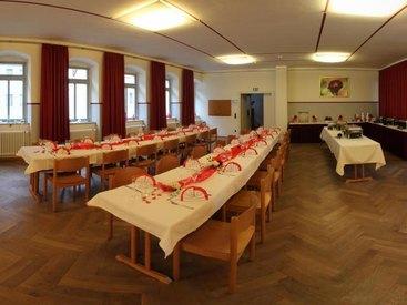 Saal für Feiern und Tagungen