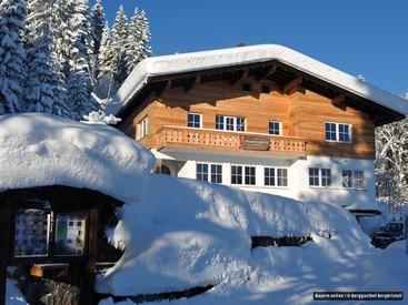 Wunderschön auch im Winter - der Berggasthof Bergkristall im Schnee