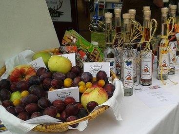Obst und selbstgebrannte Schnäpse