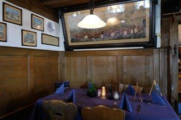 Die gemütliche Gaststube mit viel historischem Flair