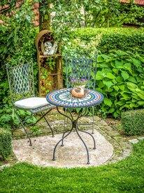 kleiner Sitzplatz im Garten