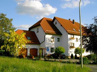 Unser Haus von der Straßenseite