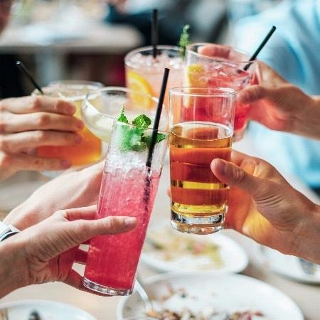 Jeden 1. Samstag im Monat Cocktail-Happy-Hour im Sugar!