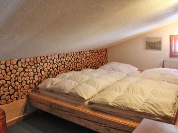 """Doppelzimmer """"Dileluke"""" mit Dachschräge im Obergeschoß"""