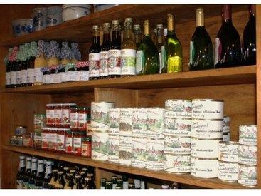 Fränkische Weine und Wurstkonserven im Bauernladen Bauer