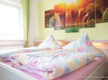 Willkommen in unserer Ferienwohnung 1 in Gößweinstein - Schlafzimmer