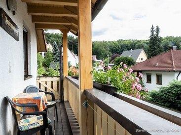 Willkommen in unserer Ferienwohnung in Gößweinstein - Balkon mit Aussicht