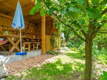 Das hübsche Gartenhaus ihrer Ferienwohnung in Muggendorf