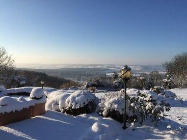 Unsere Terrasse im verscheiten Winter