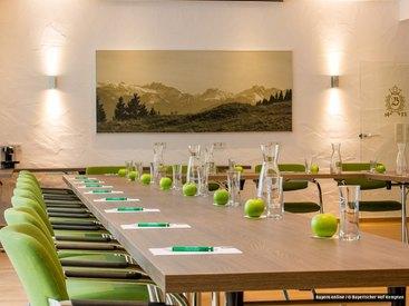 Für Ihre Seminare, Tagungen und Präsentationen stehen Ihnen unsere modernen, klimatisierten Tagungsräume zur Verfügung