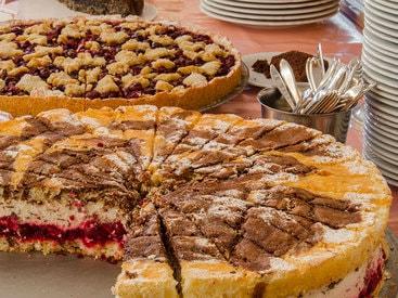 Hausgemachte Omas Blechkuchen und Torten im Restaurant / Café des Hotels Krone in Gößweinstein