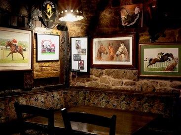 Eine der gemütlichen Sitzecken in unserem Irish Pub