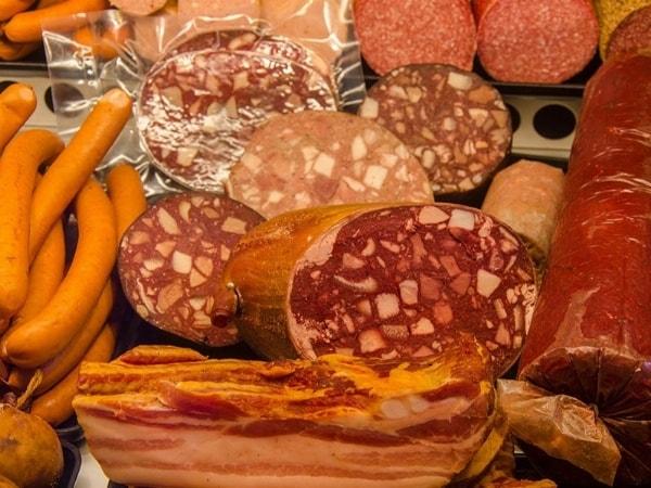 Freitags, von 11:00 - 17:00 Uhr: Fleisch- und Wurstspezialitäten in Kulmbach beim Autohaus Dippold