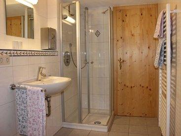 Geräumiges Badezimmer in der Falkenhütte
