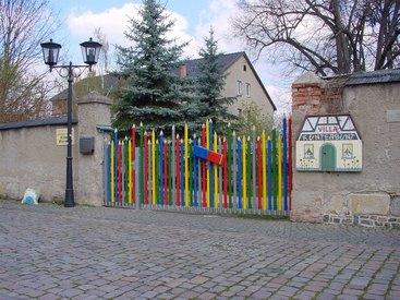 Zaun der Villa Kunterbunt