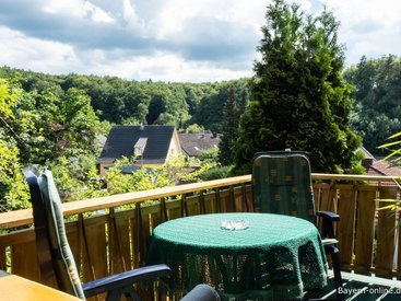 Willkommen in unserer Ferienwohnung 1 in Gößweinstein  - Balkon mit Aussicht
