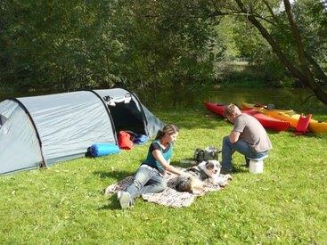 Zelten am Ufer