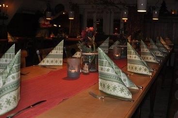 Und jetzt wird's weihnachnachtlich: Unsere Gaubenstube bietet platz für Ihre Weihnachtsfeier!