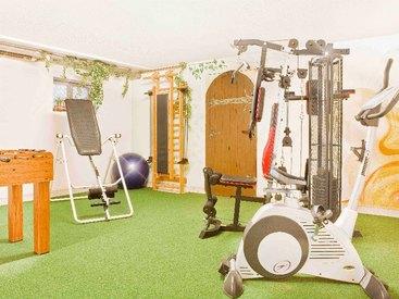 Fitnessraum mit angrenzender Wellnessoase