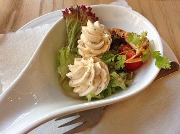 Kräuterbutter zur Grillpfanne im Restaurant Fiskina