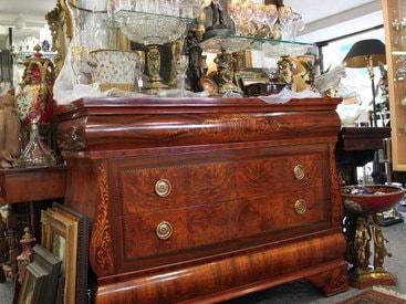 Antiquitäten - Schmuck und vieles mehr