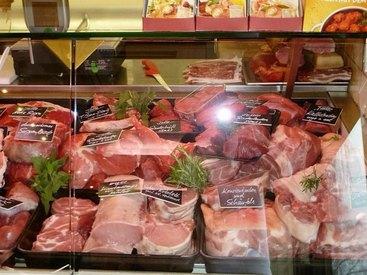 Bei uns erhalten Sie frisches und saftiges Fleisch bester Qualität.