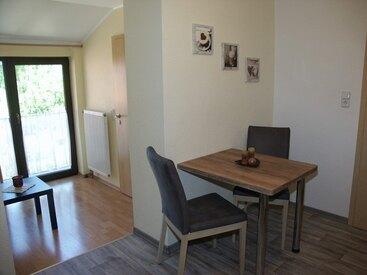 Essecke/Wohnzimmer in der Ferienwohnung 5 im Fritzerhof in Kleingesee bei Gößweinstein in der Fränkischen Schweiz